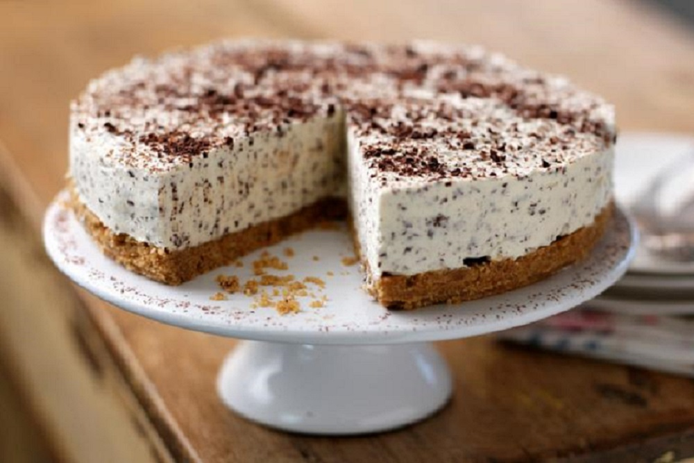 Irish White Chocolate Cheesecake with Almond Brown Sugar Crust`